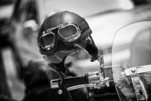 Eine Motorradbrille sollte winddicht sein. Ein Test kann hilfreiche Informationen dazu enthalten.