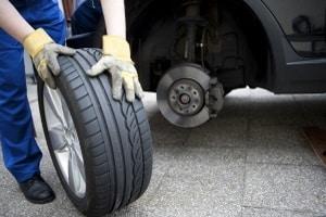 Wollen Sie einen Kreuzschlüssel kaufen, müssen Sie sichergehen, dass er zu Ihrem Reifen passt.