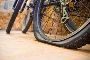 Wenn Sie ein Reifendichtmittel kaufen, sind Sie auf jede Reifenpanne vorbereitet.