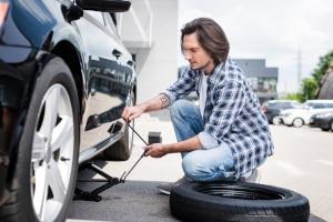 Scherenwagenheber für 2t: Beim Eigen-Test sollten Sie unbedingt auf die Tragkraft des Wagenhebers achten.