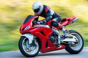Sie wollen einen Motorradständer kaufen? Stellen Sie sicher, dass dieser das Gewicht Ihres Bikes aushält.